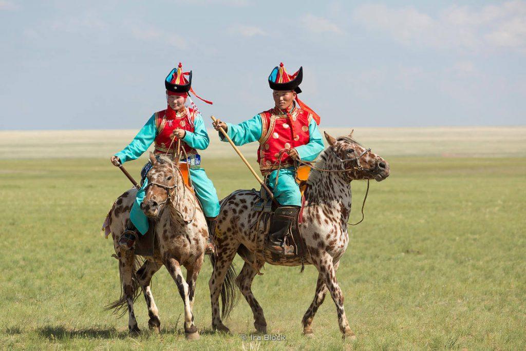 Mongolian deel, horse riding
